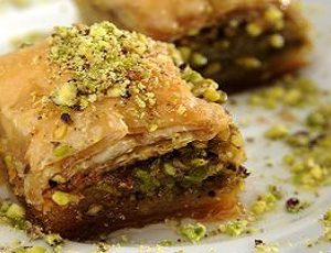 """μπακλαβάς - baklavà (Pasta sfoglia """"fillo""""con frutta secca e miele)"""